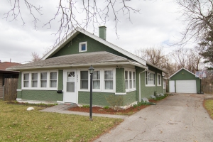 FOR SALE 2925 30th St Des Moines, IA 50310 Close to Beaverdale and all of the fun!