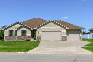 1441 10th Ave SE Altoona, IA is For Sale!